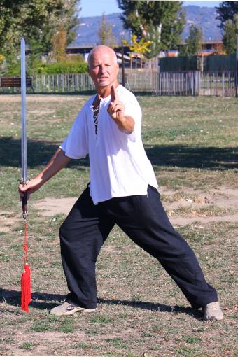 Tai Chi Chuan stile Yang - Forma sciabola 13 movimenti: La dama di giada lancia la spola nelle otto direzioni